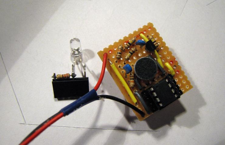 attiny45_microfoon_led